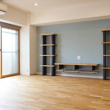 造作の棚が映えるお部屋です。