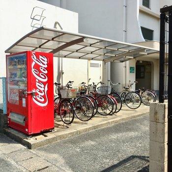 自転車は反対側に置けますよ〜!