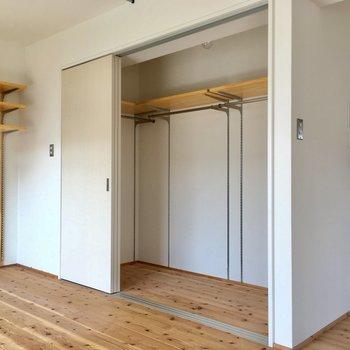収納もしっかりサイズ。ドアで仕切って生活感なくせるのもGOOD。(※写真は清掃前のものです)