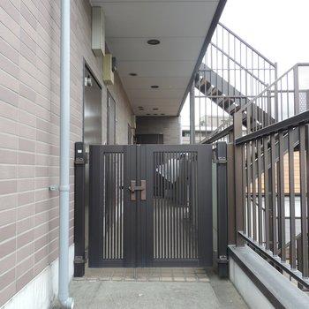 ルーフバルコニーは玄関横に繋がっています
