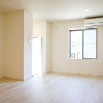 ゆったりとしたお部屋です!※写真は1階の同間取り別部屋のものです