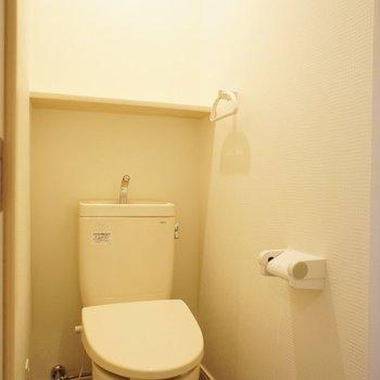 個室、線所便座ではないけど※写真は1階の同間取り別部屋のものです