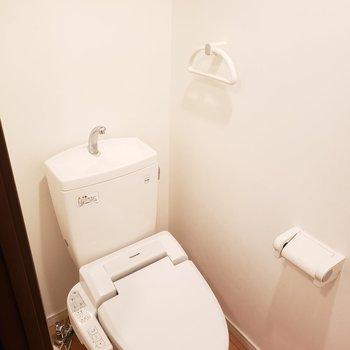 コンパクトなトイレ(※写真は同間取り別部屋のものです)