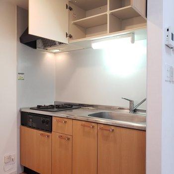 収納バッチリなキッチン(※写真は同間取り別部屋のものです)