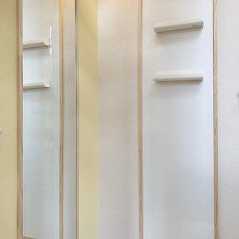 2階には鏡とマグネットボードがついています。ここで最終身だしなみチェック!