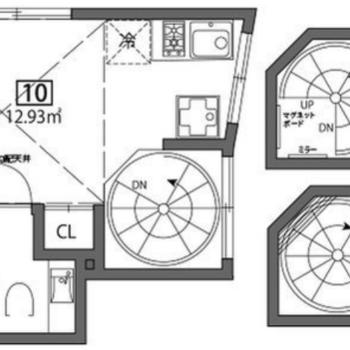 1階、2階部分は階段で、3階が居室部分になります