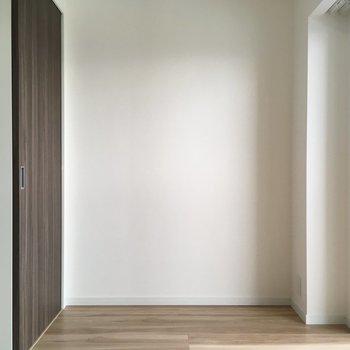 窓側の洋室はは少しコンパクトです!(※写真は13階の同間取り別部屋のものです)
