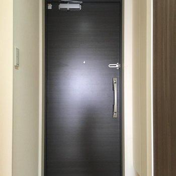 重厚感がある玄関です!(※写真は13階の同間取り別部屋のものです)