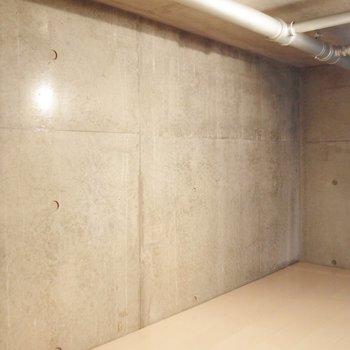 縦長1.5帖。秘密基地みたい。※写真は9階の同間取り別部屋のものです