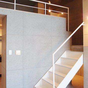 天井が高いですね~※写真は9階の同間取り別部屋のものです