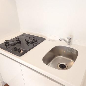 2口ガスのキッチンです。(※写真は4階の同間取り別部屋のものです)