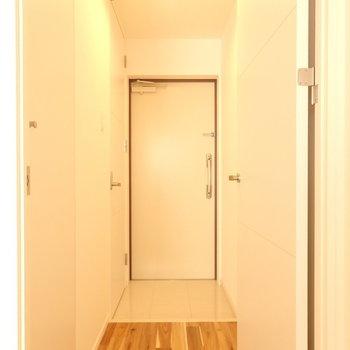 玄関シンプルで好き(※写真は4階の同間取り別部屋のものです)