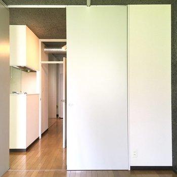 【洋室2】キッチンみてみましょう。
