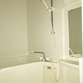 浴室乾燥機があります。※写真は通電前のものです・フラッシュを使用しています
