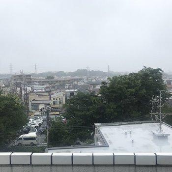 上北沢の景色。6階なだけあって見晴らしが良いですね。
