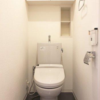 上に収納あり。※写真は2階の同間取り別部屋のものです