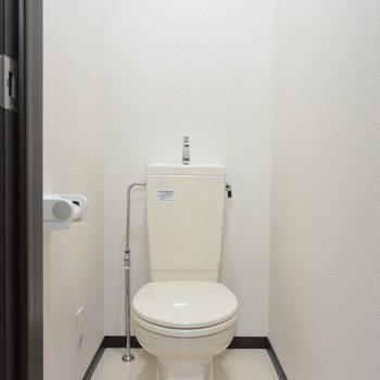 トイレは個室♩※写真は1階の同間取り別部屋のものです