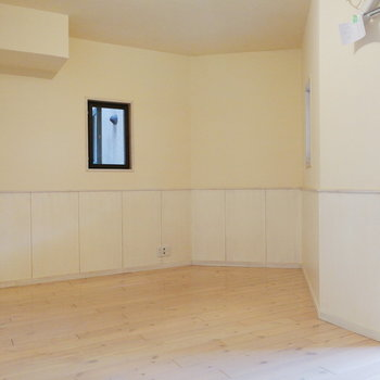 このくぼみに棚が欲しいところ。※写真は2階の同間取り別部屋のものです