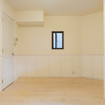 横長のお部屋です。※写真は2階の同間取り別部屋のものです