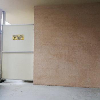幅広いです。※写真は2階の同間取り別部屋のものです