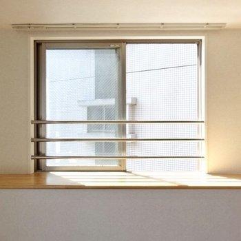 出窓には何を置こう。(※写真は5階の同間取り、清掃前の別部屋です)
