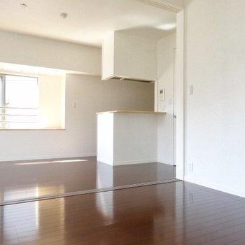 引き戸をしめてワンルームとして使ってもいいなぁ。(※写真は5階の同間取り、清掃前の別部屋です)