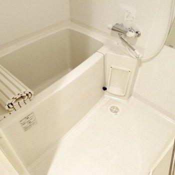 使いやすいお風呂です!(※写真は5階の同間取り、清掃前の別部屋です)