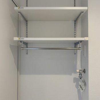 上部棚には洗剤はタオルを収納できるね。