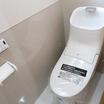 トイレもちろん温水洗浄便座付き(※写真は9階の同間取り別部屋のものです)