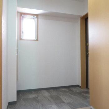 まるで土間のような玄関スペース(※写真は9階の同間取り別部屋のものです)