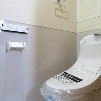 トイレは温水洗浄便座付きです(※写真は9階の同間取り別部屋のものです)