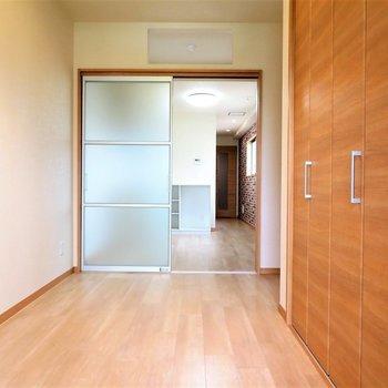 寝室に十分な大きさ(※写真は9階の同間取り別部屋のものです)