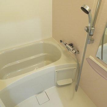 シャワーヘッドの大きなシャワーです(※写真は9階の同間取り別部屋のものです)