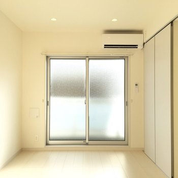白を基調とした内装です※写真は2階の同間取り別部屋のものです