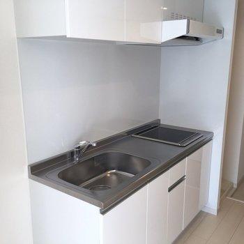 キッチンスペースも程よくスペースあります※写真は2階の同間取り別部屋のものです