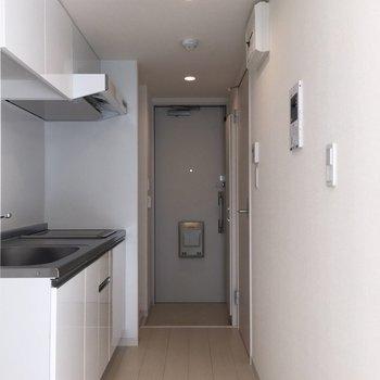 モニター付きインターホンやSECOMまでついた安心の廊下※写真は2階の同間取り別部屋のものです