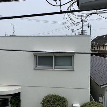 眺望は向かいの一軒家