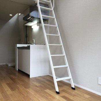 【居室】キッチンをみてみましょう。