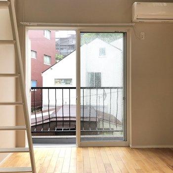 【居室】天井が高いので、窮屈な感じはしません。