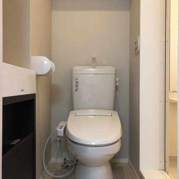 収納棚付きトイレ。