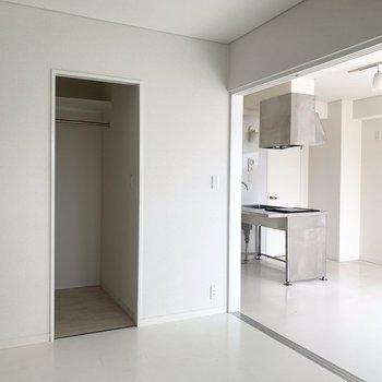 開けて1つのお部屋として贅沢に使うもよし○(※写真は4階の同間取り別部屋、清掃前のものです)