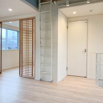 【LDK】左側にはもう一部屋。正面扉はサニタリーです。※写真は前回募集時のものです※写真は前回募集時のものです