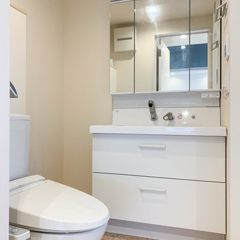 サニタリーです。大型の洗面台がいいなあ。※写真は前回募集時のものです