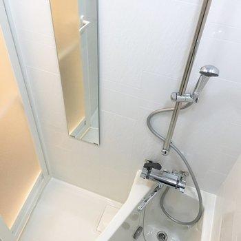 お風呂。台形の浴槽が特徴的です。※写真は5階の同間取り別部屋のものです