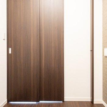 【洋室3帖】仕切りはスライドドア。