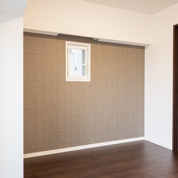 【洋室7.2帖】小窓も二重になっています。