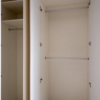 【洋室7.2帖】収納ボックスを使えばスペースを活用できます。※写真は通電前のものです