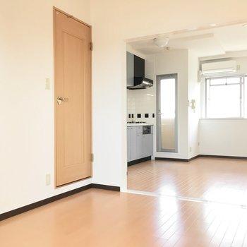 シンプルなお部屋を自分色へ。(※写真は5階の同間取り別部屋のものです)