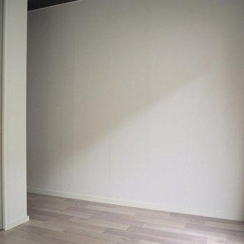 【洋室】こっちの壁には本棚を置こうかな