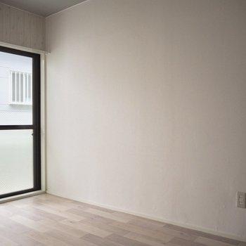【LDK】反対側は白い壁